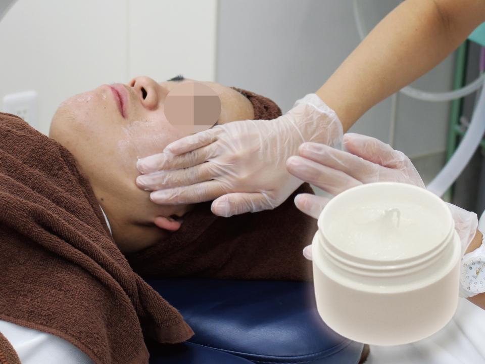サリチル酸マクロゴールピーリングは美肌治療や大人ニキビ・思春期ニキビの改善の改善に効果的な安全性の高いケミカルピーリングです。